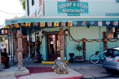 The storefront of Shrimp N' Stuff Restaurant in Glaveston, TX