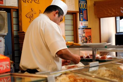 chef preparing sushi in tokyo near tsukiji fish market